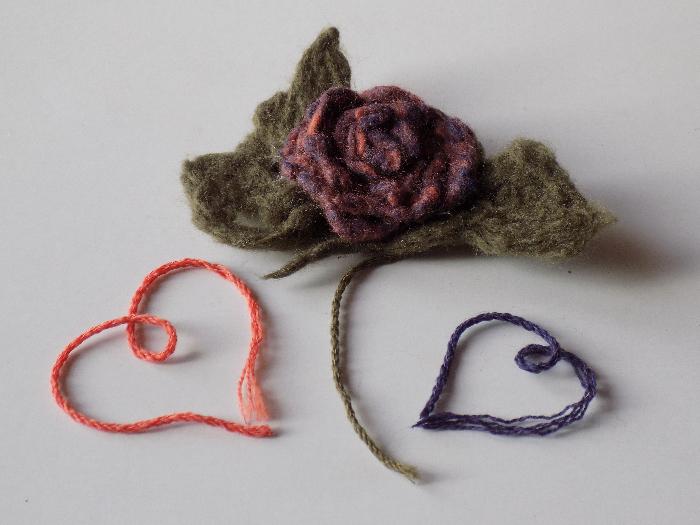 Comment utiliser les restes de laine pour feutrer une fleur-Mes fleurs feutrées