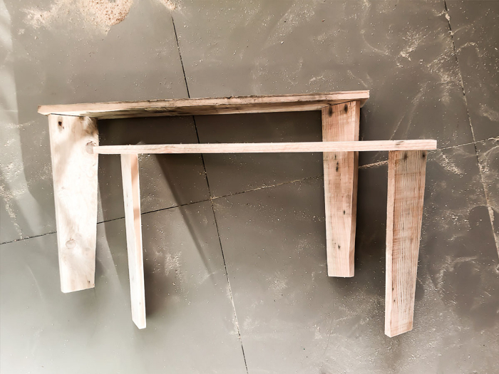 Une table basse en palette-Les pieds