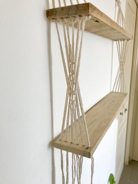Une étagère en bois et macramé-Réalisation du macramé
