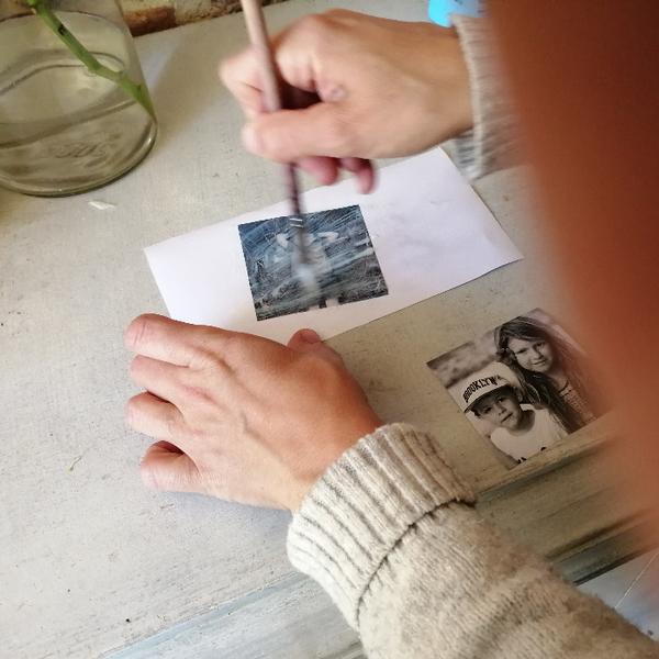 Transférez vos photos sur bois et créez un objet déco!-Encollez votre photo