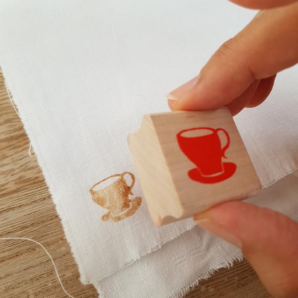 Décorer du tissu tamponné à l'encre de thé-Tamponner le tissu