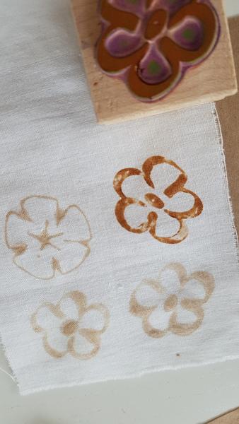 Décorer du tissu tamponné à l'encre de thé-Tenue des motifs