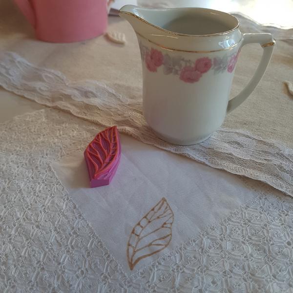 Décorer du tissu tamponné à l'encre de thé-Créer sa décoration et la mettre en valeur