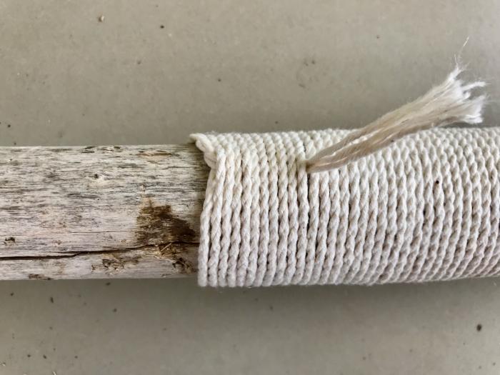 Porte Manteaux en bois flotté-Habillage d'une des branches