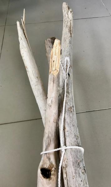 Porte Manteaux en bois flotté-Nouer les 4 branches ensemble