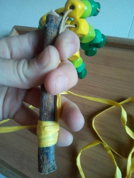 Un palmier en papier / perles colorées-Recouvrir votre arbre