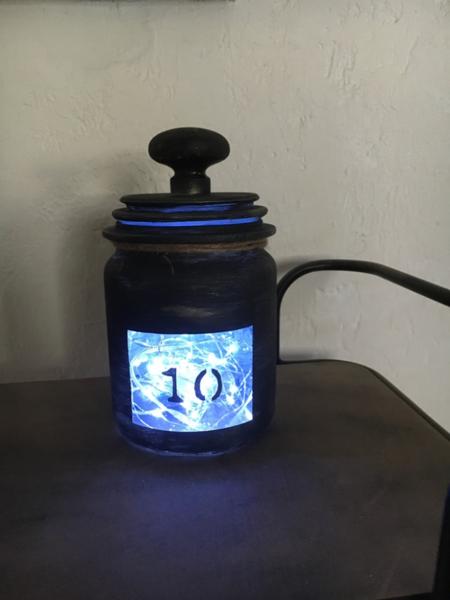 Comment transformer un vieux bocal en photophore-Placer la guirlande