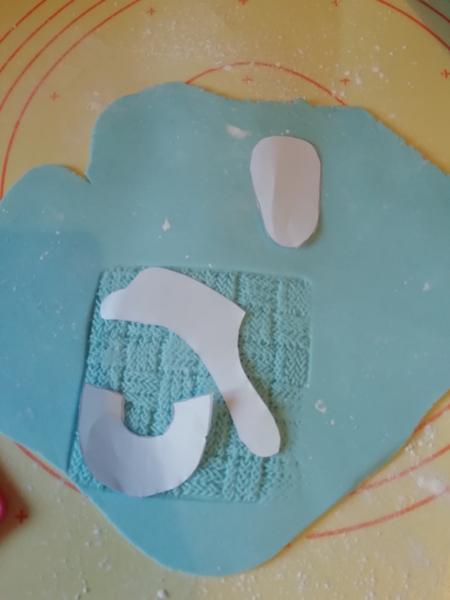 Le gâteau pour annoncer votre grossesse en douceur -Les petits chaussons en pâte à sucre