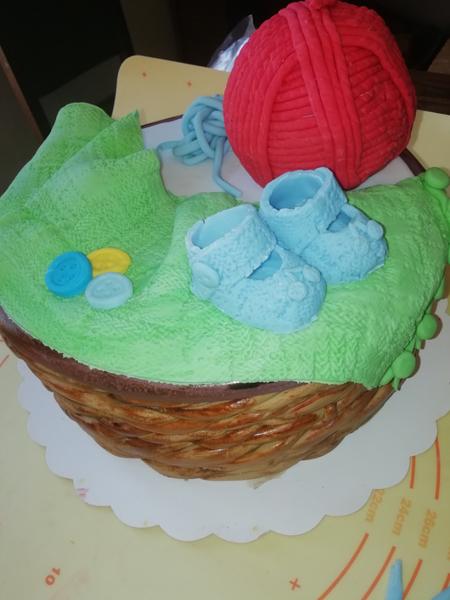 Le gâteau pour annoncer votre grossesse en douceur -L'étape finale, la décoration