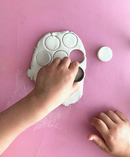macaron dinette à assembler soi-même en pâte autodurcissante -Modelage des coques et des crèmes