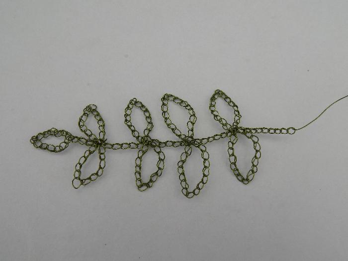 Comment crocheter une branche en fil de fer et la broder au crochet avec des perles de rocaille-Crocheter la base (instructions)