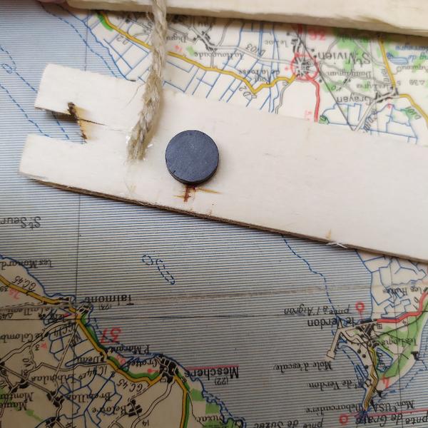 Une façon originale d'accrocher vos dessins-Coller la corde