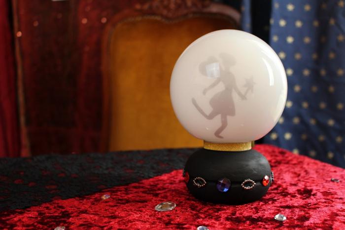 La boule de cristal féérique-La peinture