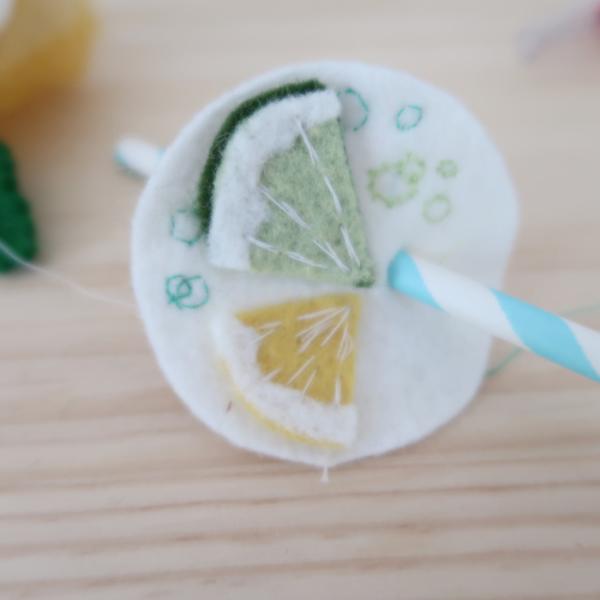 Limonade en feutrine pour jouer à la dînette-Création de la surface de la limonade