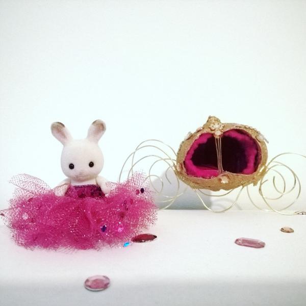 La robe de princesse-Habiller sa figurine préférée!
