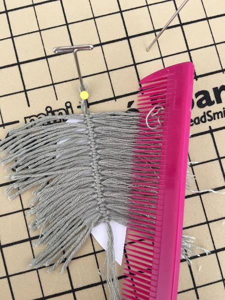 Décoration esprit bohème pour chapeau en micro macramé -