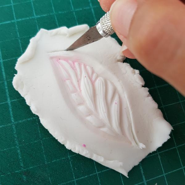 Décoration Feuilles de Thé en Porcelaine Froide-Détourer ses empreintes
