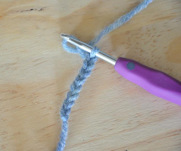 Poupée vaudou (qui provoque des chatouilles) [crochet/couture/broderie]-La jambe gauche [crochet]