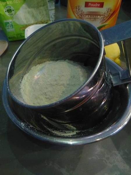 Gâteau au yaourt et citron-La farine