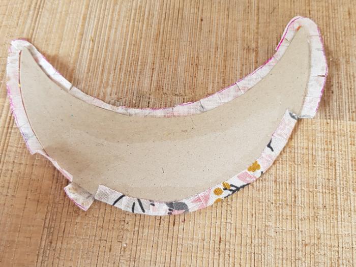 Collier plastron upcycling-Decoupe de la forme du plastron