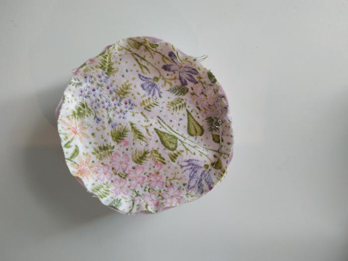 Une fleur pique-aiguilles-Coudre et cranter