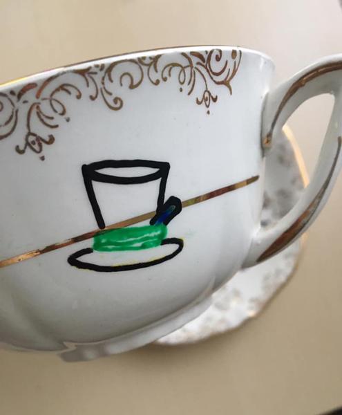 Tasse de thé et soucoupe Alice au Pays des Merveilles-Peindre les motifs de la tasse