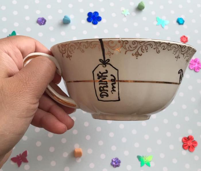 Tasse de thé et soucoupe Alice au Pays des Merveilles-Surprenez vos invités