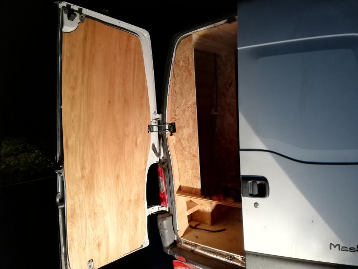 Habillage intérieur de porte de camionette-Finish