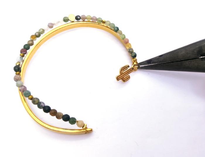 Bracelet en pierres naturelles-Poser la breloque
