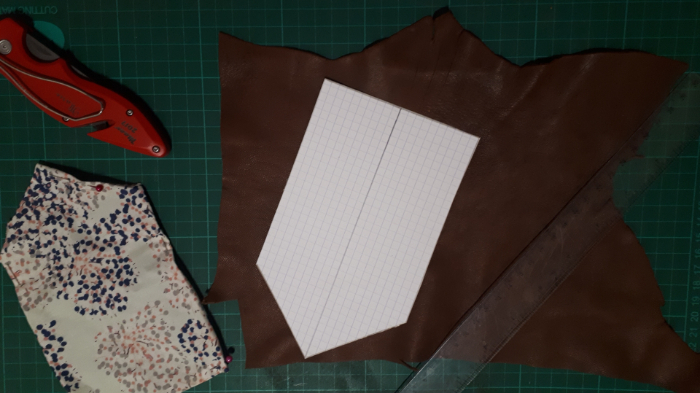 Fabriquer un porte monnaie brodé avec des perles-Coupez vos tissus