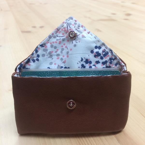 Fabriquer un porte monnaie brodé avec des perles-Profitez de votre porte monnaie