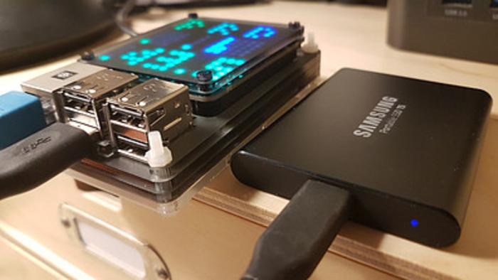 un nas a base de Raspberry pi-Monitoring temps réel sur une Unicorn HAT HD de 16*16 leds: