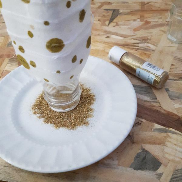 Pour un Noël durable : accumulation de petits vases-Ajoutez un peu de bling-bling
