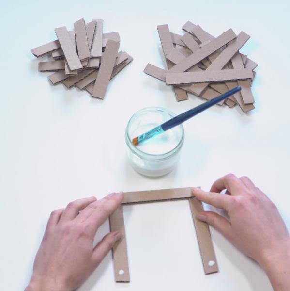 Fabriquer un lampion en carton-Collage et assemblage