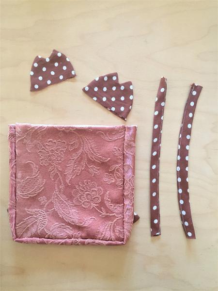 Un sac à dos renardeau en tissu recyclé-Assemblage des oreilles et des bretelles