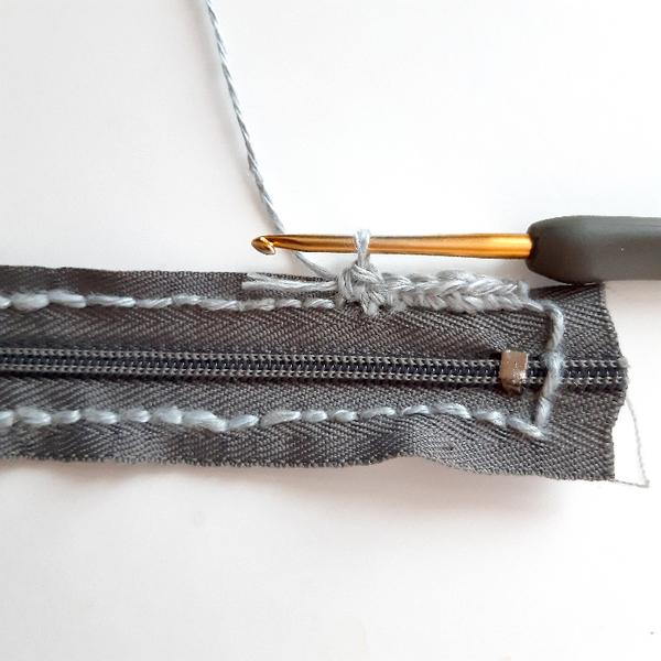 Crochet nomade : le berlingot-Crocheter un premier tour sur la couture au point arrière