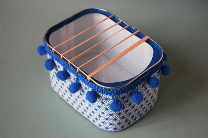 La guitare à pompons-Pour une guitare toute jolie : papier et pompons !