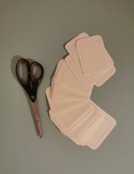 Jeu des 7 familles nomade-Etape 4 : Préparation des dessus de cartes :