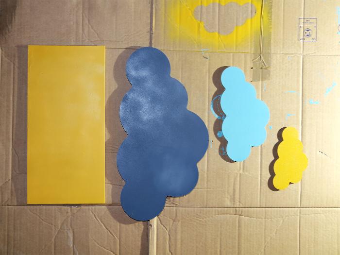 Etagère décorative nuages-Peindre les formes en bois