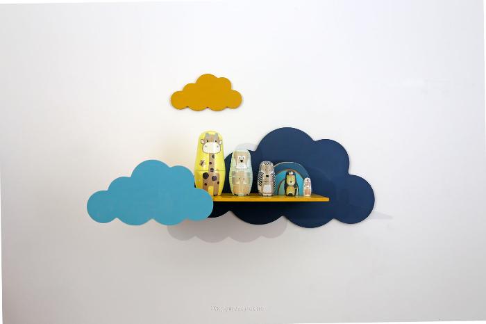 Etagère décorative nuages-L'étagère est prête à être accrochée au mur !