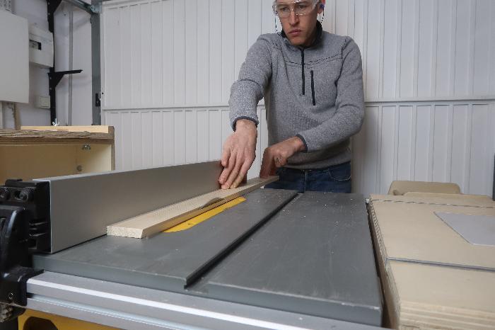 Créer une mangeoire barrique-Délignage de la baguette