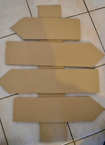 DIY: Panneau directionnel de Noël -Conception des flêches en carton