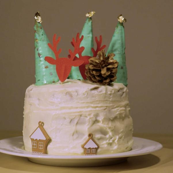 Un dessert de Noël aux épices, 100% éco-responsable-La chantilly montée et la décoration finale