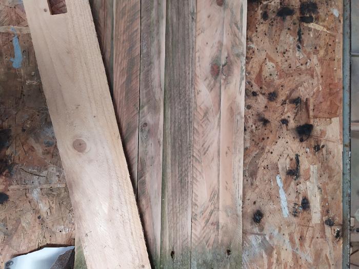 Une table de chevet sans clou ni vis -Nettoyer la palette