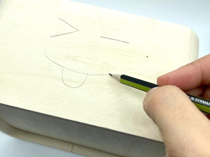 Customiser un rangement en bois pour enfant (emoji)-Préparez vos motifs
