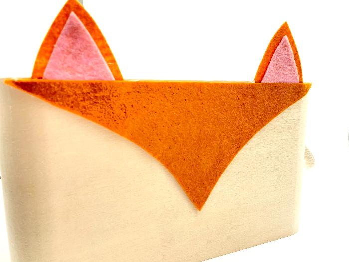 Customiser un rangement en bois pour enfant (renard kawaii)-Collez les éléments