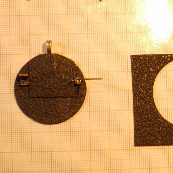 Broche ou pendentif fleur de Zinnia en pâte polymère.-Elaboration de la broche ou du pendentif