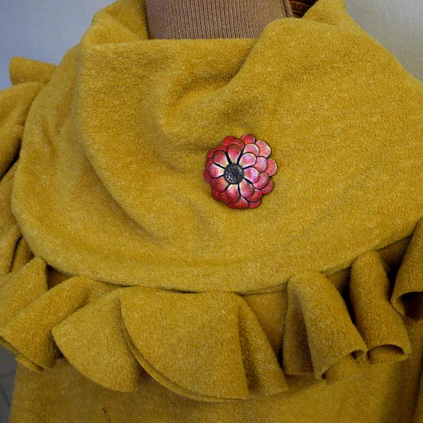 Broche ou pendentif fleur de Zinnia en pâte polymère.-Galerie