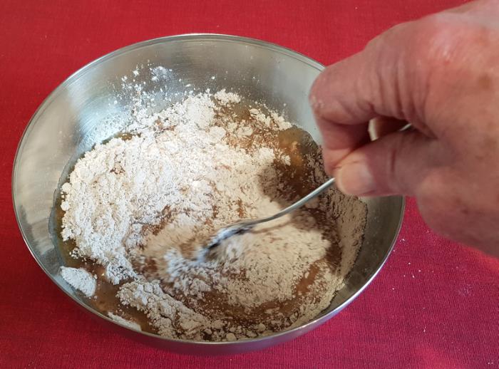 Un pain d'épice moelleux-Préparer la pâte
