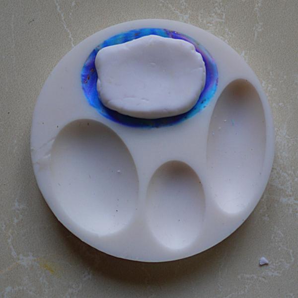 """""""La mer en mars"""" pendentif en pâte polymère-Réalisation de la première partie du cabochon."""